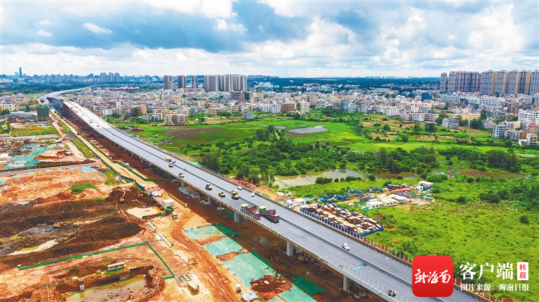 海口海秀快速路二期铺设沥青 预计11月底实现全线基本完工