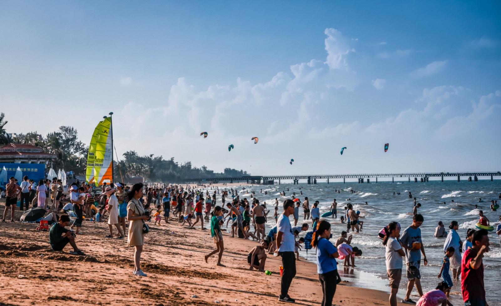 原创组图丨海口推出亲水季系列活动 乘风破浪感受椰城魅力