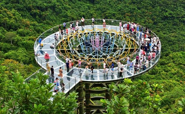 免税购物、特色民宿……这个假期三亚旅游市场精彩纷呈,热度不减