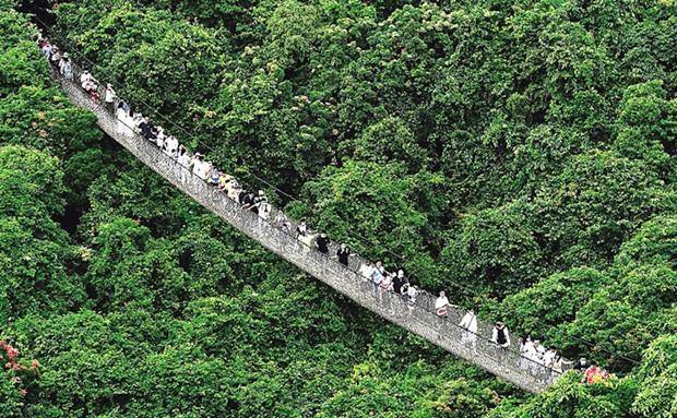 三亚亚龙湾热带天堂 两天待客20000人次
