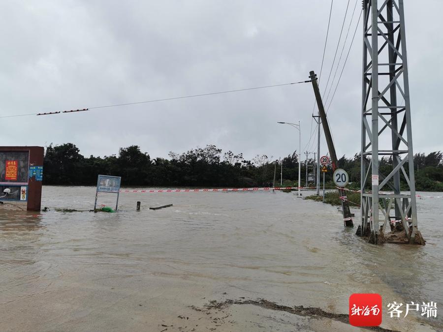 万宁和乐镇多个村庄内涝严重 村道被淹