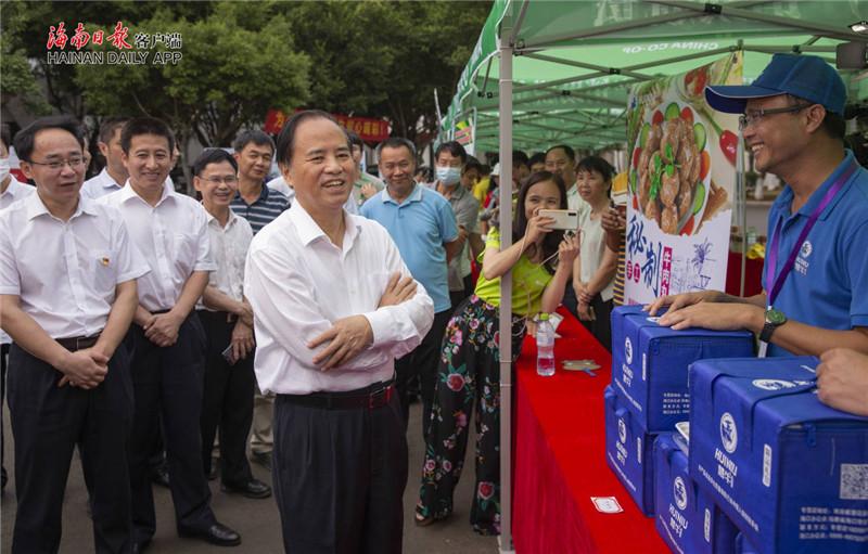 这场消费扶贫活动,省委书记刘赐贵带头买买买