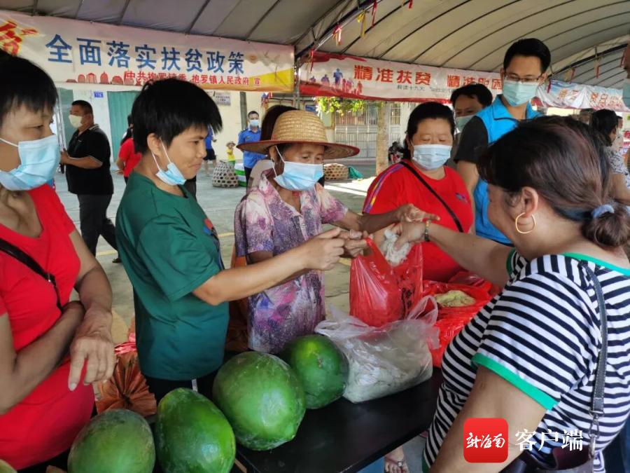 文昌3镇举办爱心消费扶贫活动 8万元农产品一扫而光