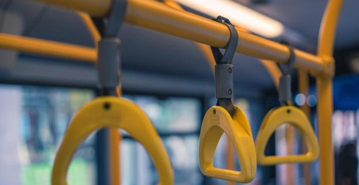 """陵水全力推进""""村村通""""公交客运车工程 实现两公里范围内通客车"""