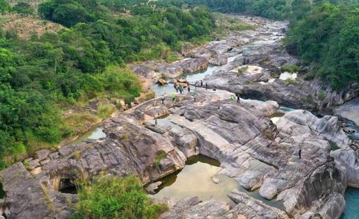 组图 东方市娜姆河金祥恒达官网专业彩:村民自发当河管员保护河流生态