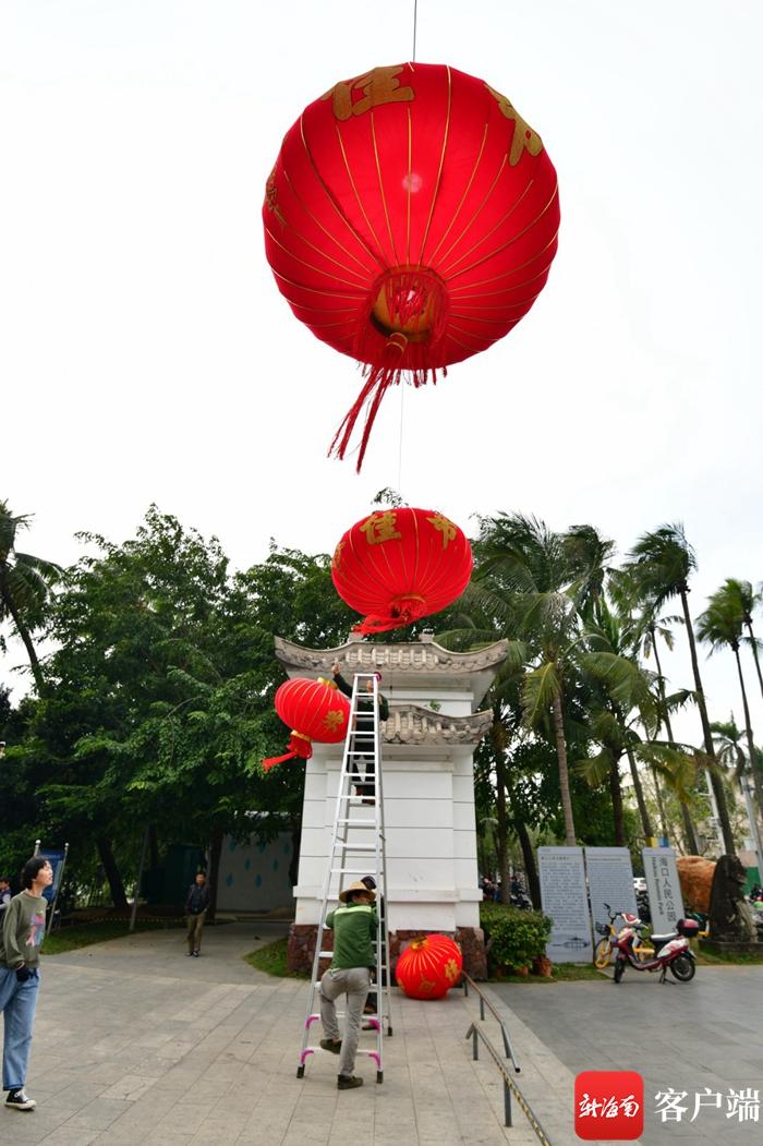 原创组图 | 大红灯笼点亮海口街景 街巷充满幸福年味