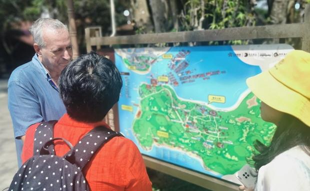 海南外语标识标牌纠错活动实地走访团走进三亚、保亭、陵水三地旅游景区