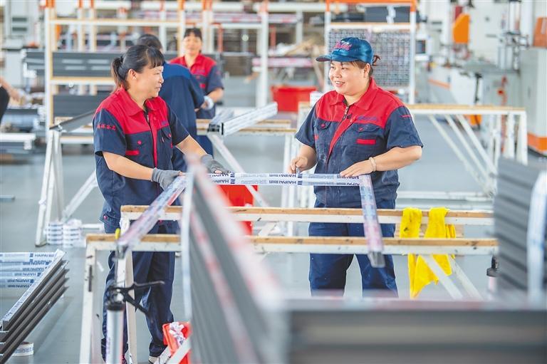 万宁礼纪工业园:企业赶订单忙生产