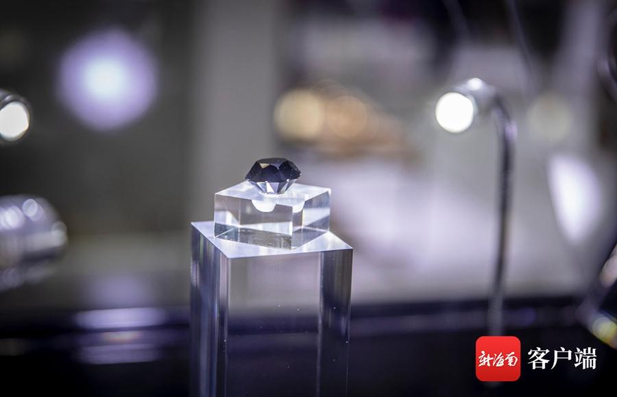 价值2.5亿元88克拉黑钻亮相消博会