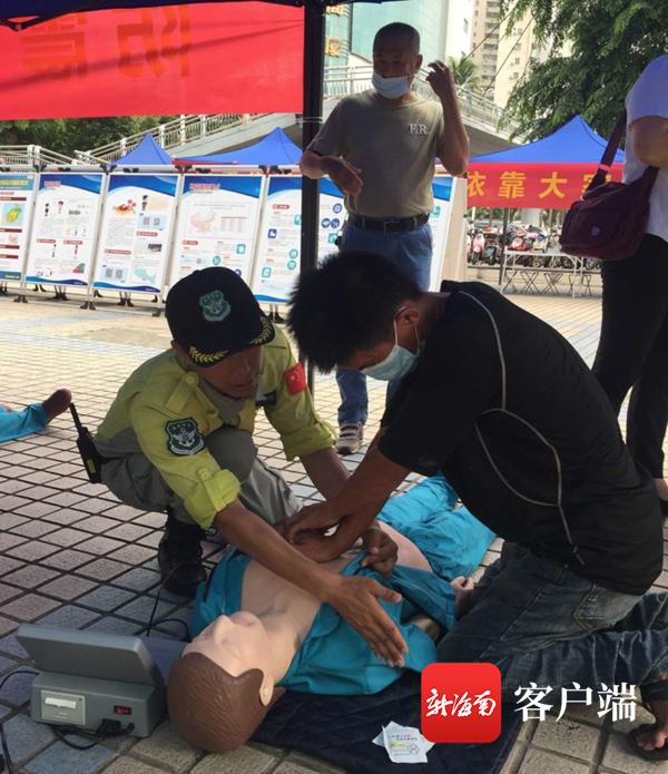 心肺复苏等救援知识走进海口明珠广场 市民踊跃体验