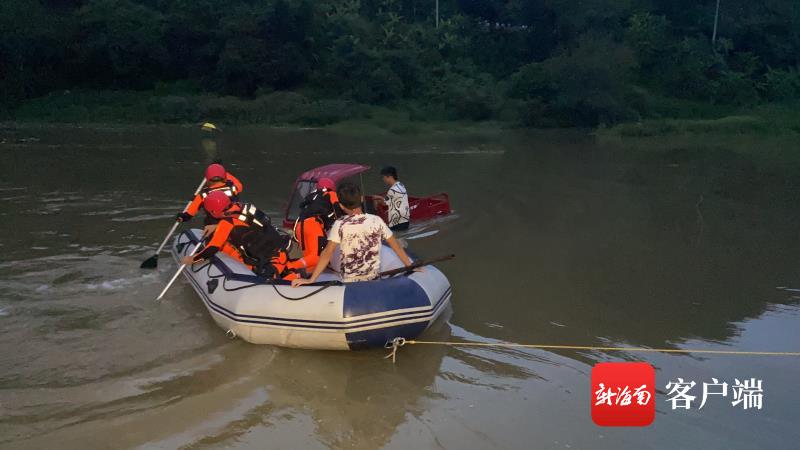 事发五指山:水电站开闸泄洪河水暴涨 两青年被水围困幸获救