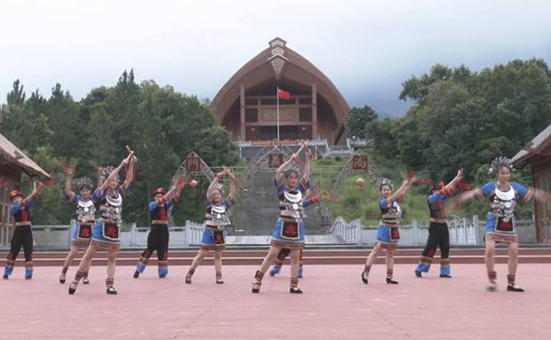全媒体看海南 | 探访五指山市黎峒文化园 领略黎族文化风采
