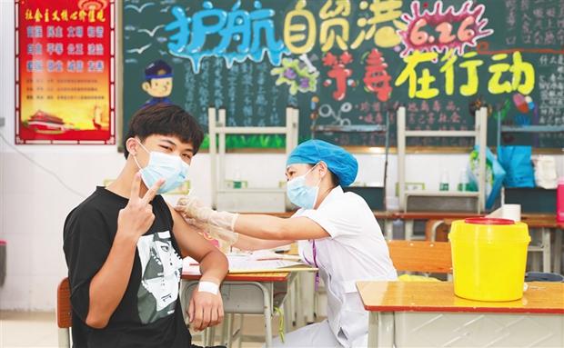 琼中:在医院、社区和学校设接种点,方便学生接种新冠疫苗