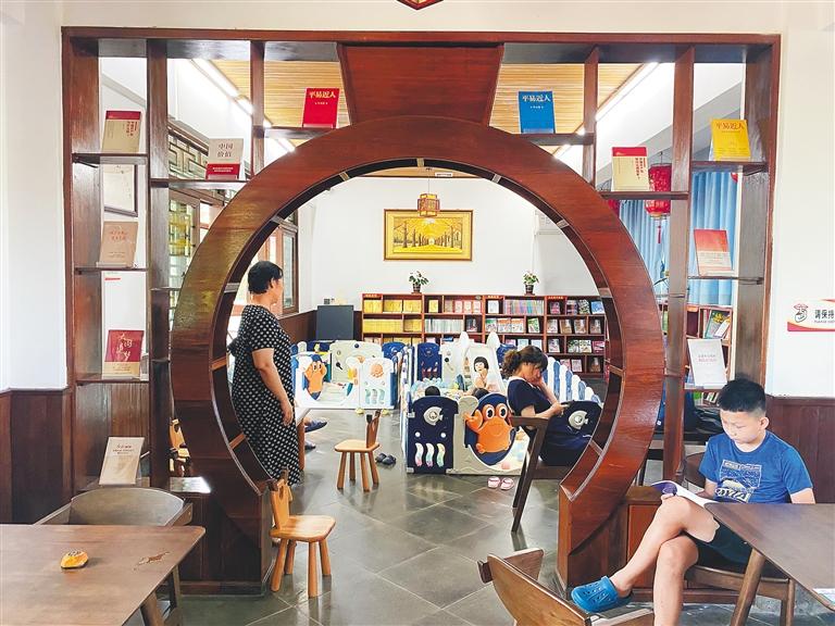 澄迈推动农家书屋转型升级 让美丽乡村溢满书香味