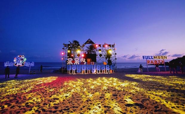 陵水南湾猴岛举办首届满月派对电音节