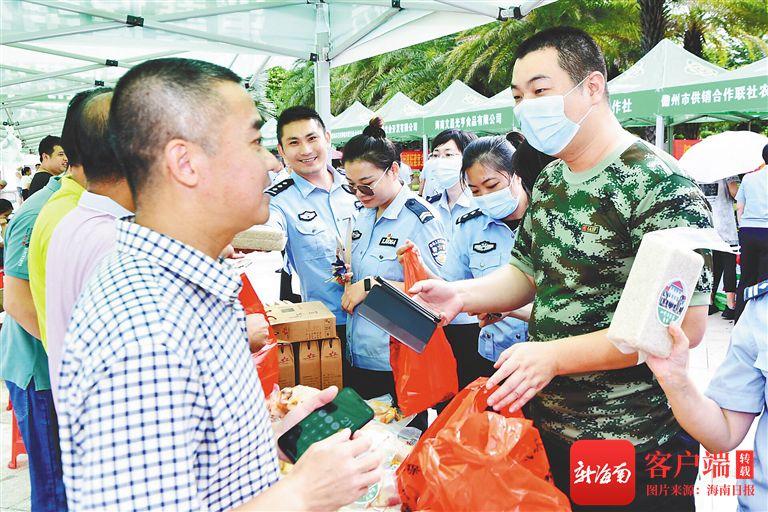 以购代捐以买代帮 海南省消费助农大集市走进省公安厅
