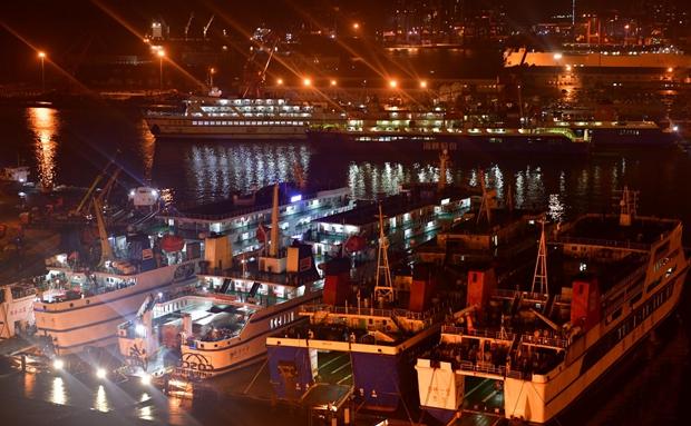 原创组图丨复航后的海口秀英港灯火通明