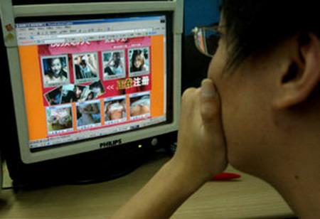 国内的绝大多数色情网站是在搬运海外华人色情网站的