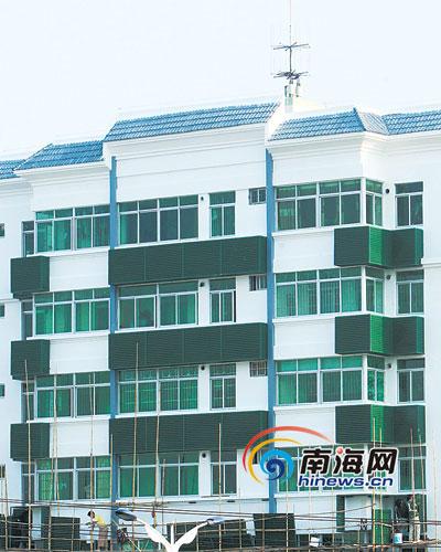 凤翔琼州两路建筑:南洋风格坡屋顶颜色明快