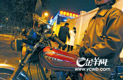电动自行车虽被禁上路,但市内尤其横街内巷仍常可见.