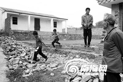 村小小学信口开河校徽学校门建了又推[图]先生风水图图片
