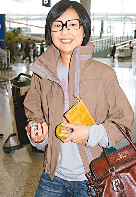 郑秀文杨千嬅受邀同台演出 坐不同航班避尴尬
