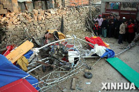 """""""中国农民第一飞""""坠机身亡 曾自制飞机上天图片"""
