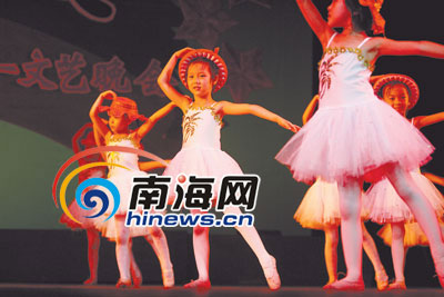 """海星举办庆""""六一""""演出专场 """"小可爱""""展舞姿; 【北京就爱舞舞蹈工作室"""