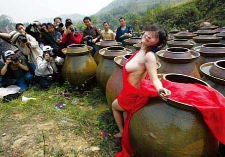 日本女裸体人体艺术_揭秘女大学生人体模特裸体拍摄过程[组图]