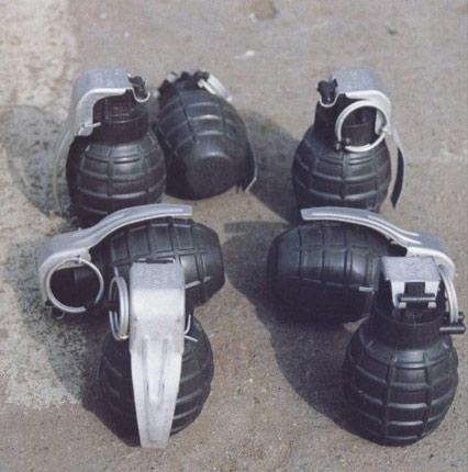 解放军列装无柄手榴弹 此前只有木柄弹