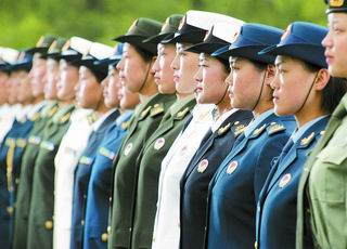 女士兵春秋常服 解放军启动历史上最大规模三军换装图片