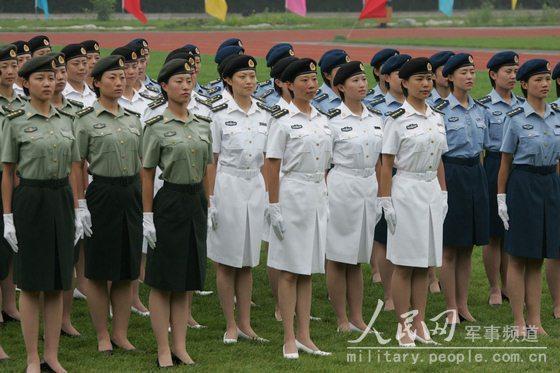着夏常服的陆海空女军官 (图3)-07式军服掠影 女兵更妩媚男兵更威猛图片