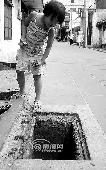 窨井盖受伤没人管府城两小孩掉下丢失[图]嫩江县视频图片