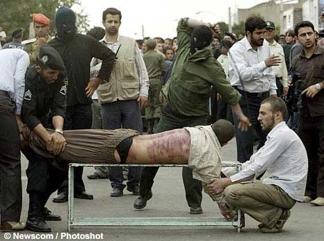 新加坡与马来西亚的鞭刑 伊朗男子因婚外情遭