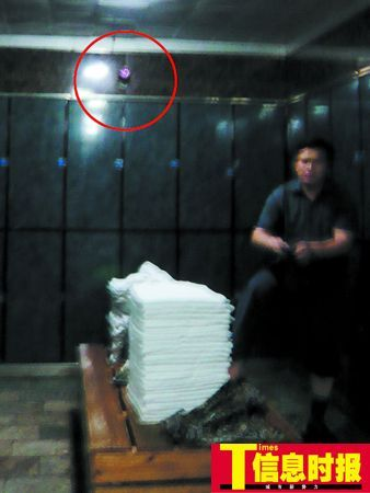 广州一男子洗桑拿更衣室换衣服遭裸拍[图]