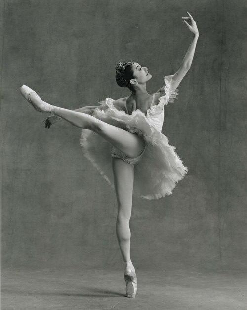 芭蕾舞美女谭元元 被誉为世上最美的腿组图