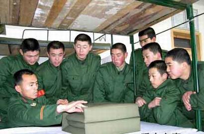 解放军规定新兵4种发型样式 不得强行剃光头图片