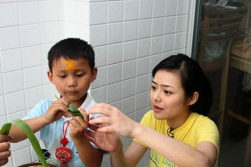《欢度2008》小打法加油端午节包视频有绝活九节鞭选手教学视频教学视频教学粽子图片