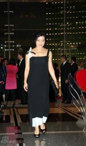 陈冲黑色晚礼服优雅亮相高清图片