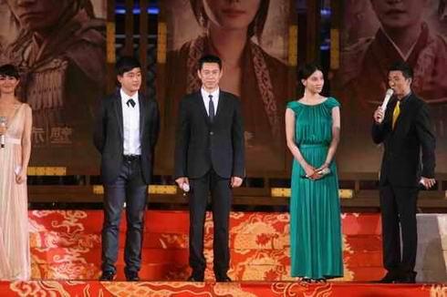 小宋佳亮相蓉城 《赤壁》首映礼谢导演不找替身