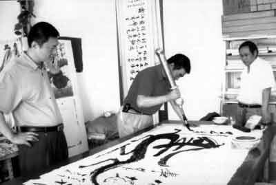 """家书画院一级书画师;20.08斤铁笔创始人;象形""""马""""字写法创意"""