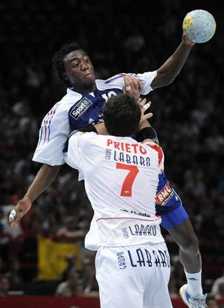 西班牙队 法国队 南海/2008年5月31日,北京奥运会男子手球资格赛激战正酣,法国队以...
