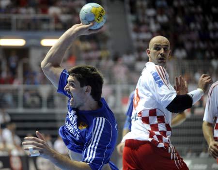 西班牙队 法国队/2008年5月31日,北京奥运会男子手球资格赛激战正酣,法国队以...