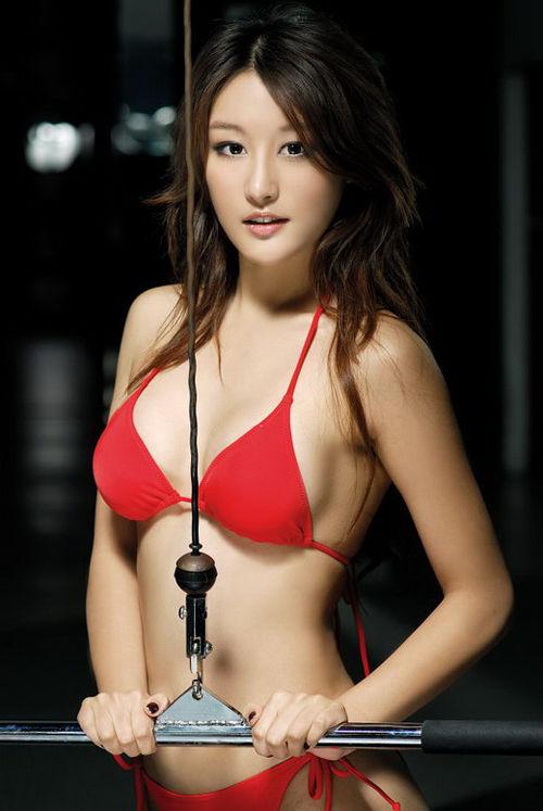 网络第一美女刘羽琦穿比基尼健身照 红豆