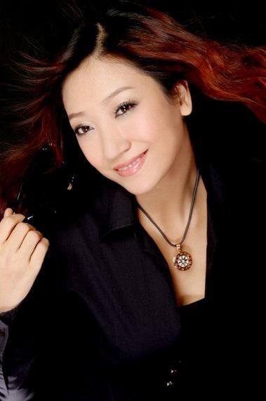 女演员白洁称赵薇是榜样 力争