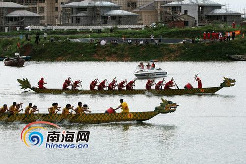 澄迈/澄迈依托丰富的旅游资源,如盈滨半岛每年举办的龙舟赛等,力争...
