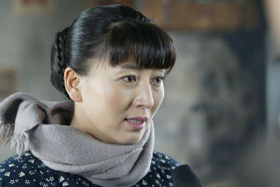 闫学晶的电视剧_新闻中心 娱乐新闻 正文    拍摄电视剧《小姨多鹤》,真是让闫学晶痛