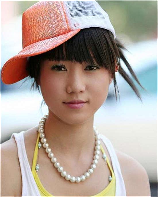 张筱雨美丽中国人体艺术_组图:人体艺术新秀张筱雨 摩托车上的魅力女孩