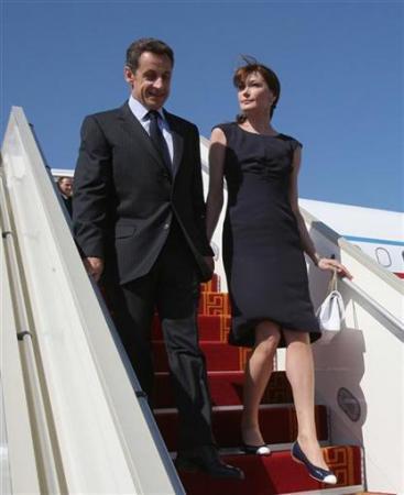 丈夫改穿平底鞋的女人