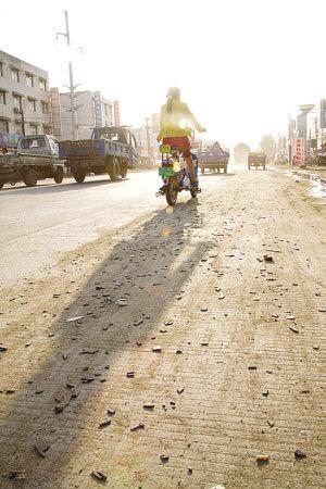界首市新阳路   昨天,安徽省界首市一位市民给新安晚报打来电话: